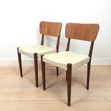 Vintage teak houten stoelen wit skaiVintage teak houten stoelen wit skai | Sprinkel + Hop