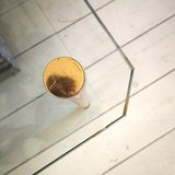 Glazen salontafel bijzettafel messing buisframe | Sprinkel + Hop
