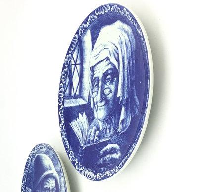 Wandbord Delfts blauw Boch Frères La Louvière - vrouw