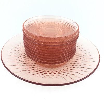 Vintage gebakschaal met 10 gebaksbordjes roze persglas