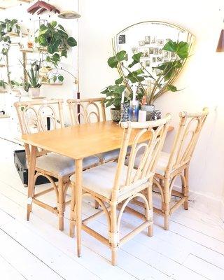 Vintage licht houten eettafel
