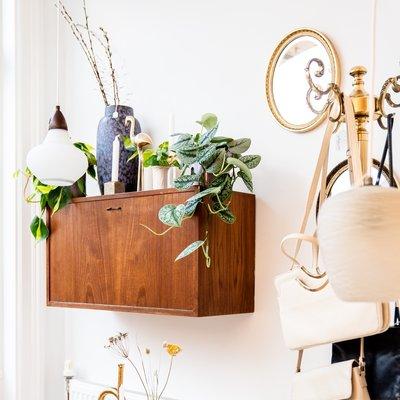 Vintage teak houten klepkastje hangend
